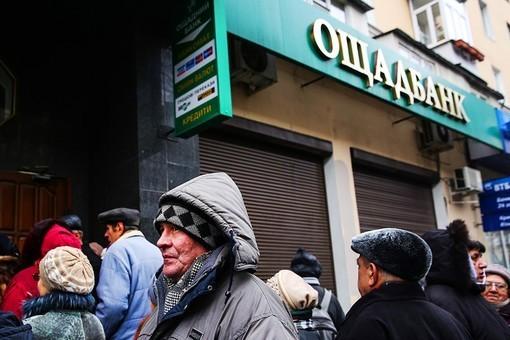 Гривна бьет по банкам