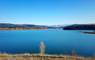 Cимферопольское водохранилище поросло травой